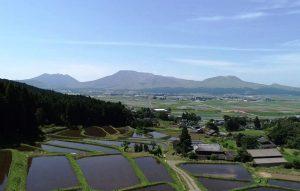 阿蘇五岳を臨む阿蘇水掛の棚田